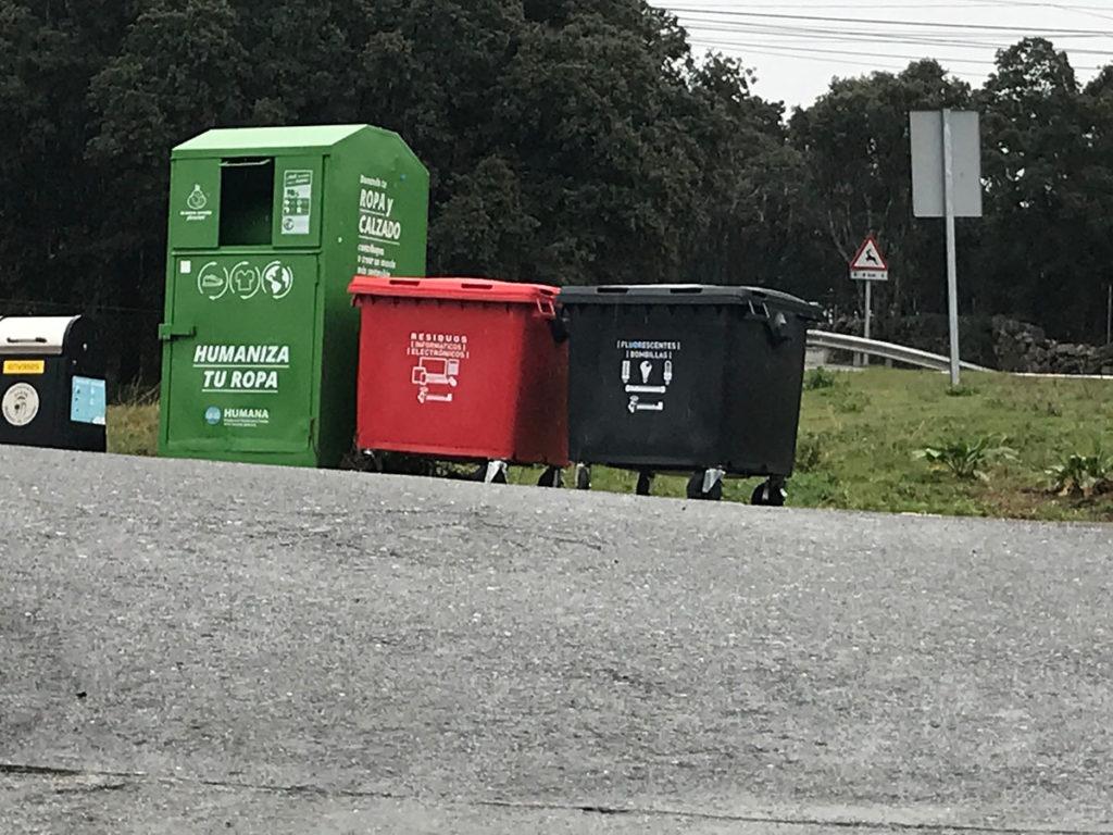 Nuevos contenedores de reciclaje en Urbanización Río Cofio